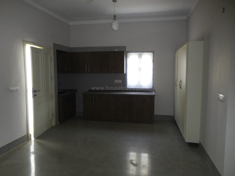 Unfurnished-Apartment-Golf-Links-New-Delhi-16000