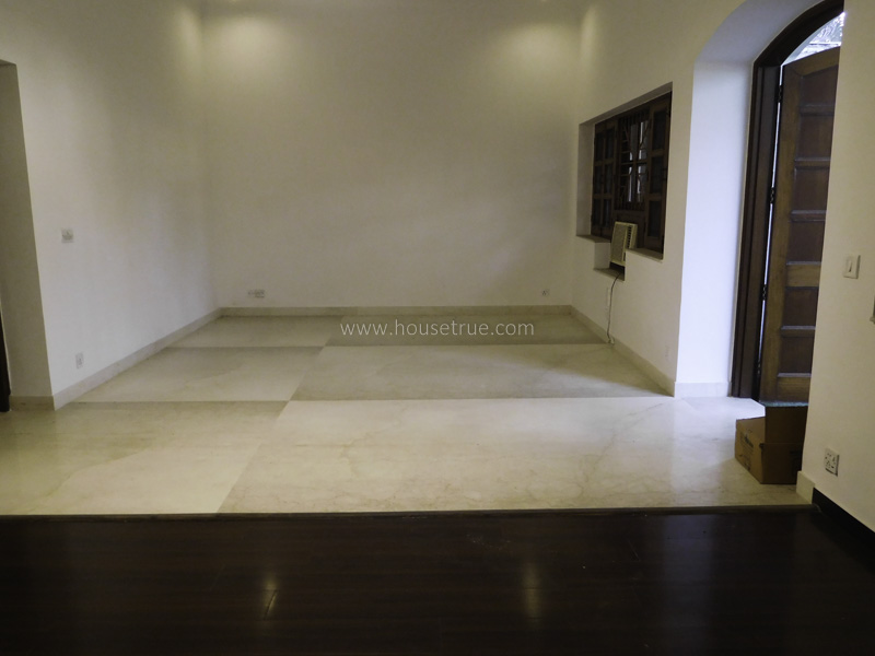 Unfurnished-Apartment-Green-Park-Extension-New-Delhi-23140