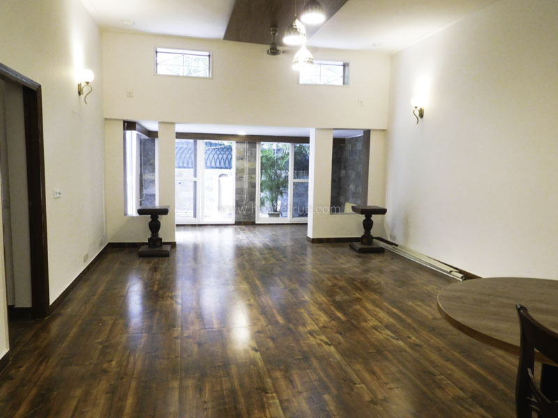 Unfurnished-Apartment-Defence-Colony-New-Delhi-23997