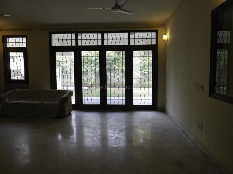 Unfurnished-Apartment-Shanti-Niketan-New-Delhi-25437